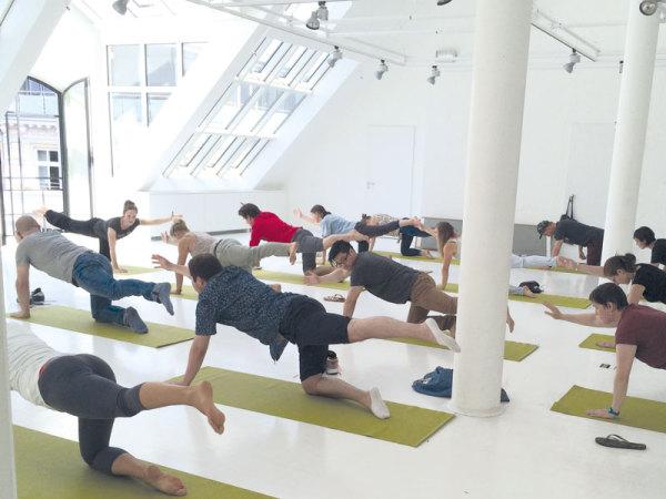Pausenkicker Yoga oder Pilates im Büro